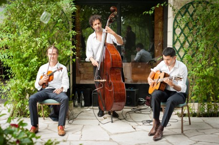 Photo mariage 19-07-14 trio violoniste contrebassiste guitariste